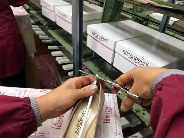Confezionamento-scarpe-di-design-veneto