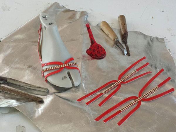 Fasi-montaggio-pietre-per-scarpe-di-pregio-padova