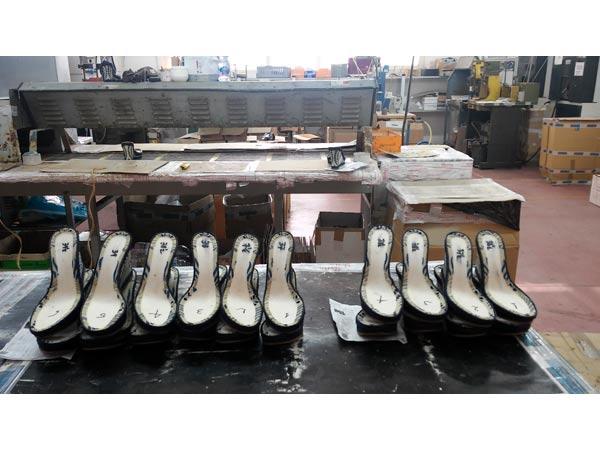 Lavorazione-zeppe-per-scarpe-firmate-lombardia-veneto
