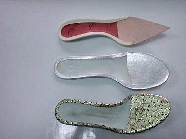 Montaggio-solette-per-scarpe-donna-firenze
